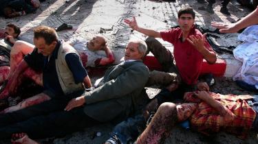 6. september 2007: Bombeofre beder om hjælp, efter at en selvmordsbomber har udløst sin sprængladning i Batna, 450 km øst for Algier. To dage senere sprængte den 15-årige Nabil Belkacem sig selv og 30 andre ihjel i byen Delly.