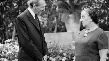 Israels senere premierminister Golda Meir markede den 29. november 1947 ved at holde en tale - først og fremmest henvendt til palæstinenserne. Her er hun fotograferet sammen med FN-s generalsekretær Kurt Waldheim i 1974.