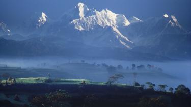 -Det hæmningsløse forbrug i de rige lande er ikke økologisk holdbart,- siger Veerle Vanderwerd, chef for miljø og energi i UNDP-s udviklingspolitiske kontor. UNDP advarer i sin årlige rapport om, at den globale opvarmning vil få katastrofale følger for den fattige befolkning, bl.a. i landene omkring Himalayabjergene, hvor smeltende gletschere vil føre til vandmangel.