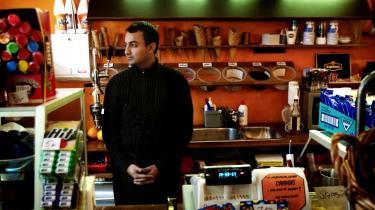 Bent Østergaards bog burde være tvungen læsning for danske politikere, så man dog engang kunne få en nøgtern samtale om hvad dette her nu engang drejer sig om og om proportionerne i det, visse levebrødspolitikere har gjort til deres demagogiske varemærke. På billedet ses Saad Salahuddin Syed, der har børnecaféen Café Cream på Godthåbsvej i København.