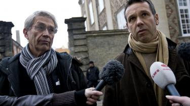 Forsvarsadvokaterne i Vollsmosesagen Bj©-rn Elmquist (tv.) og Hugo Steinmetz og taler med pressen foran ®-stre Landsret i forbindelse med Vollsmosesagen.