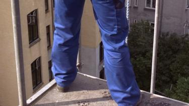For meget arbejdskraft går til spilde - blandt andet i byggesektoren, hvor en væsentlig del af arbejdskraften er beskæftiget med at reparere skader, den selv har lavet.