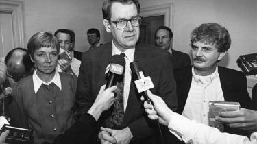 I kølvandet på nej-et til Maastricht-traktaten i 1992 præsenterede Holger K. Nielsen, Poul Nyrup Rasmussen og Marianne Jelved -det nationale kompromis-.