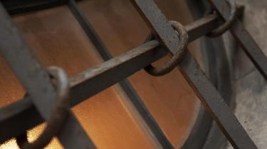 Der er grund til at være på vagt over for varetægtsfængseling, der står i modsætning til den afsoning, som skal finde sted, når der er afsagt en endelig dom med en en ubetinget fængselsstraf. Alligevel er de meget langvarige varetægtsfængslinger steget markant på få år.