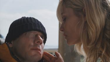 Engagerende. Mathieu Amalric leverer en imponerende præstation, både som grøntsag og som tilbageblikkenes friske Bauby. Resultatet er, at man filmen igennem engagerer sig.