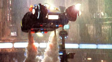 For 25 år siden forandrede 'Blade Runner' science fiction-filmen, som vi kendte den - nu har instruktøren bag, Ridley Scott, lavet et final cut, der sammen med fire andre udgaver af filmen er udgivet på dvd. Den perfekte julegave