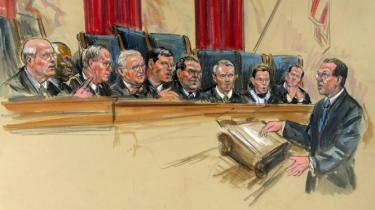 USA's højesteret skal tage stilling til, om det er lovligt at internere terrormistænkte uden at give dem mulighed for at prøve deres sag ved en civil domstol