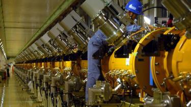 Her ses en japansk 330 m lang accelerator, der bruges til neutron-eksperimenter lig dem, man vil iværksætte i Lund i Sverige.