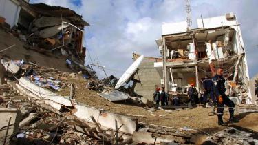 Tirsdagens terrorbombe i Algeriets hovedstad har, som så mange gange tidligere i de sidste 15 år, sat landet på den internationale dagsorden.