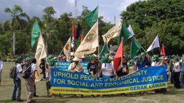Protest. Kampen for klimaet er på Bali også blevet identificeret som en kamp mod en ny form for kolonialisme og mod overgreb på menneskers frihedsrettigheder. Det blev dog kun til en enkelt demonstration med krav om klimahandling, lighed og retfærdighed under klimamødet - langt borte fra de forhandlende ministre og diplomater i Balis konferencecenter.