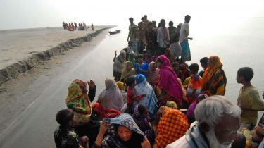 Inden for de seneste år er rækken af katastrofer steget i Bangladesh. Cyklon i november og massive oversvømmelser i juli. Perioder med tilstande, der nærmer sig hungersnød, er et tilbagevendende problem. Alligevel er indbyggerne ukuelige.