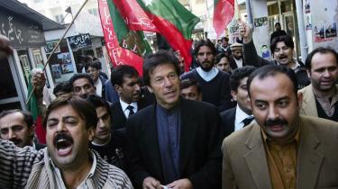 Pakistanske advokater opfordrer til boykot af det forestående parlamentsvalg, som de frygter bliver unfair.