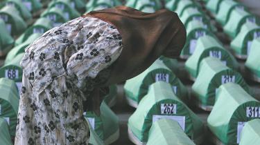 'Fremtidens Europa vil få problemer med islam, ligesom vi i dette område har kæmpet mod islam siden det 14. århundrede,' siger professor i kirkehistorie og præst ved Sveta Petak-kirken i Beograd, Radomir Popovic, om den serbiske kirke og krigen mod islam i Bosnien