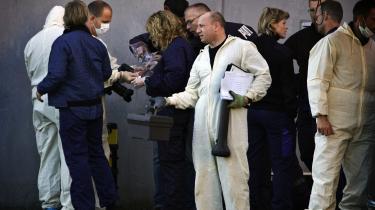 Mindst én af de anholdte fra den såkaldte Glasvej-sag fik trukket en hætte ned over hovedet ved anholdelsen. Det samme skete også for flere af de anholdte i Vollsmose-sagen.