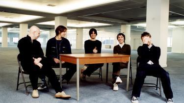 Radioheads seneste plade var i første omgang et rent internetalbum, som man selv prissatte (også til f.eks. 0 kroner). Det genererede masser af presseomtale og millionomsætning.