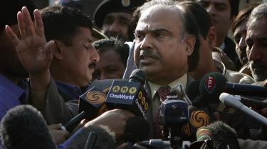 Kanwar Dilshad fra den pakistanske valgkommission sagde i går, at der var truffet en -principbeslutning- om at udskyde parlaments-valget.