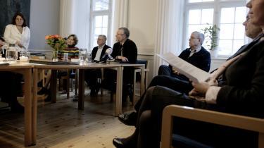 Biskopperne (siddende fra venstre) Elisabeth Dons , Erik Normann Svendsen, Karsten Nissen, Jan Lindhardt, Steen Skovsgaard og Lise-lotte Rebel er parate til at skride hårdt ind over for præster i folkekirken, som modarbejder kvindelige kolleger, meddelte de efter et møde i sidste uge. Men hele debatten om mobning af kvindelige præster baserer sig på en tvivlsom undersøgelse.