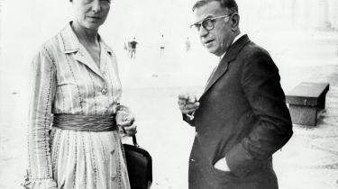 Simone de Beauvoir var et levende eksperiment udi kunsten at bryde borgerskabets konventioner i jagten på frihed. I denne uge ville hun have været fyldt 100 år. Information følger journalistikkens konventioner og fortæller om kvinden, dem hun elskede med, og tankerne, hun tænkte imens