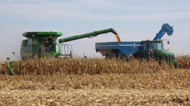 Ifølge EU-Kommissionens forslag kan biobrændstoffer kun godkendes, hvis de sikrer en reel reduktion af udledningen af drivhusgasser, men certificeringsordningen rummer til gengæld ingen sociale kriterier, f.eks. i forhold til, at fødevarepriserne stiger som konsekvens af, at afgrøderne bruges til bioethanol.