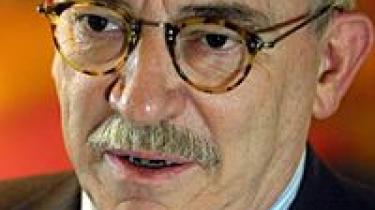 Uffe Ellemann-Jensen får Gyldendals faglitterære pris, Børnelitteraturfestival i London, italiensk digter-vendetta, Kenneth Branagh er Kurt Wallander, National Book Critics offentliggør nomineringer og Sean O'Brien vinder T.S. Eliotprisen 2007