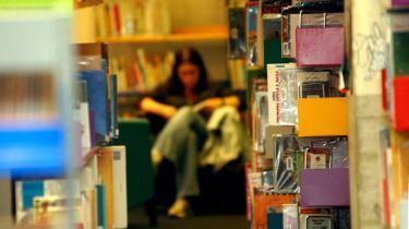 Behandling. Meget tyder på, at læsning kan fungere som terapi. I England arbejdes der på at tilføje litteratur til den brede vifte af tilbud, som sundhedssektoren stiller til rådighed. På Rigshospitalet i København har syge børn i flere år haft gavn af professionelle historiefortællere.