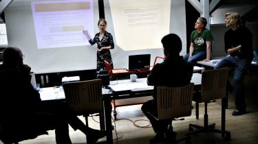 Gruppeeksamen tester evnerne til at agere tværfagligt og være kreativ i en gruppe, og hvis vi ikke dyrker det, bringer vii sidsteinstansDanmarks konkurrenceevne i fare, siger forskningspolitisk chef i Dansk Erhverv, Jannik Schack Linnemann