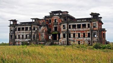 Bokor. Engang var den fjerne destination Bokor en af juvelerne i Fransk Indokina. Placeret på en højslette og omgivet af Elefantbjergene var stedet med sit kompleks af kasinoer og statelige hoteller et yndet ferie- og udflugtsmål for velstående franske kolonialister.