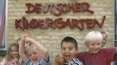 Livsnerven i det tyske mindretal i Sønderjylland er dens institutioner. Og antallet børn i børnehaver og skoler er stigende, så der er ikke meget, der tyder på, at mindretallet skulle være ved at have udspillet sin rolle.