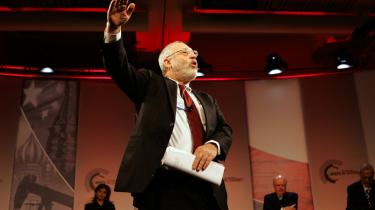 Joseph Stiglitz, professor og Nobelpristager i økonomi, talte dunder i Davos i går: -Vi nu er løbet ind i de forudselige konsekvenser af en inkompetent økonomisk styring-, sagde han.