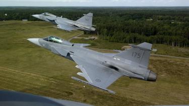 Når Danmark om et års tid tegner milliardkontrakt om indkøbet af nye jagerfly, regner et tilsvarende antal milliarder ned over dansk forsvars-, luftfarts-, rumfarts- og sikkerhedsindustri. Her ses det svenske jagerfly Gripen Next Generation, som i givet fald vil koste Danmark 22 milliarder kroner for 48 fly. Konkurrenten, det amerikanske Joint Stike Fighter, har endnu ikke afgivet en fast pris.