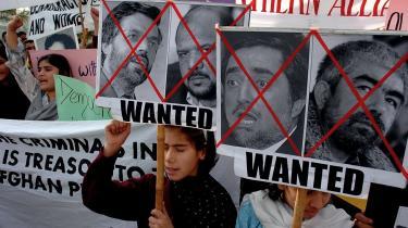 Siden Taleban kom til magten i Afghanistan i 1996 har den afghanske feministiske organisation RAWA forsøgt at gøre det internationale samfund opmærksom på den brutale undertrykkelse af kvinders rettigheder. Men RAWA forsøgte også at få USA til at stoppe bombardementet af USA i 2001 og protesterer også jævnligt - som her - mod de nuværende magthavere i Afghanistan.