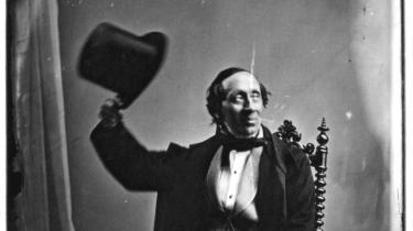 """""""Jeg er fanden!"""" Monumentalt værk om H.C. Andersen som ikonografisk objekt"""
