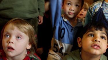 Indvandringen har forhindret et fald i befolkningstallet, men den har også ændret på den stammementalitet, der har præget Danmark. Den danske sang er ikke længere en blond pige, skriver Bertel Haarder i denne anmeldelse og opfordrer samtidig til, at vi får det bedste ud af de nye omstændigheder.