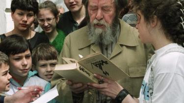 Solsjenitsyn er mere end en forfatter: Den 89-årige systemkritikker påtog sig et særligt ansvar for nationens selvforståelse og udvikling og blev anset for en slags modregering.