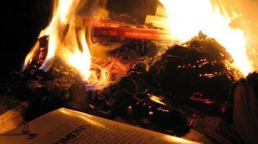 Om bogbrænding på bibliotekerne, Monica Papazus, Søren Krarup, Film og bøger og Peter Øvig Knudsen og Montanaprisen
