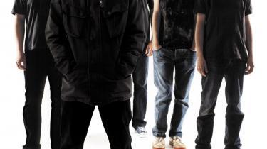 Uden sentimentalitet og med analytisk sans har Radiohead placeret sig forrest i omdefineringen af musikbranchen. Igen er bandet i en position, hvor man forventer, at det skal komme musikken til undsætning. Denne gang er det bare ikke rockmusikken som kunstart, men som vare, bandet skal redde. Det er bare ikke alle, der tror på dem