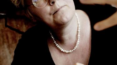 -Jeg giver ikke meget for kvinder med hovedtørklæde, der stiller sig op og taler for kvinderettigheder, siger forfatter Helle Merete Brix (billedet), og afviser, at en kvinde, der har tørklæde på, kan kæmpe for de samme feministiske synspunkter som en sekulær feminist. Så firkantet er Karen M. Larsen, der underviser i religion, ikke.