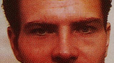 Syndebuk eller svindler? Jérôme Kerviel er blevet en helt, en Robin Hood, på nettet kan man købe T-shirts med teksten Jérôme Kerviel Should Win the Nobel Prize for Economics, kan man også købe T-shirts med trykket »Jérôme Kerviel-s girlfriend« eller »Jérôme Kerviel, 4,900,000,000 euros Respect.