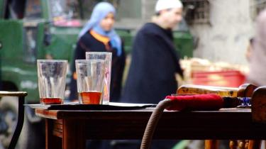 Hægtet af. Før -67 boede der jøder, kristne og muslimer side om side i kvarteret. Nu er der kun muslimer og forfald. Om der kan udledes en lære er næsten skræmmende. Et billede på historien om metropolen, der røg af i svinget i kapløbet om at blive den arabiske verdens vigtigste by