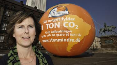 Eller tjener Connie Hedegaard snarere poesien? Ikke blot med sine penge til digterne og digtsamlingen 'Hallo jeg er vejret', men netop med sin politik. Hvis det da er naturen - i dens egen ret - hun kæmper for ...