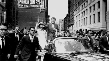 John Kenndy skabte 1960-ernes nye ledertype: Den unge, blændende taler med den smukke hustru ved sin side. Barack Obama er en opdatering.