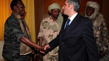 Den franske forsvarsminister Hervé Morin mødtes i går med Tchads præsident Iddriss Deby i hovedstaden N-Djamena. Her forsikrede Marin om Frankrigs fortsatte opbakning til den siddende regering.