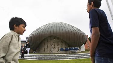 Trods alt huser Hvidovre Danmarks eneste moské, der er bygget som moské, Nusrat Djahan Moskeen.