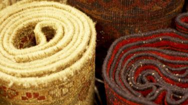 Den europæiske fascination af muslimske tæpper og tekstilprodukter voksede med de kontakter, der blev gjort under korstogene.