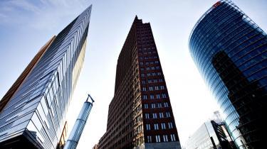 Einstürzende Neubautens forsanger Blixa Bargeld har ofte kritiseret Berlins arkitektoniske udvikling, bl.a. her på Potsdamer Platz, hvor højhusene nu rager op.