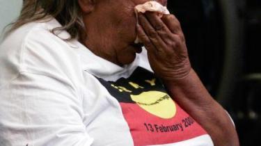 Australiens premierminister, Kevin Rudd, anderkendte i går officielt, at man ved at tvangsfjerne børn igennem mere end 70 år gjorde landets oprindelige befolkning uret
