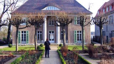 Liebermann-Villa ved Wannsee i det yderste vestlige Berlin huser nu en udstilling om Martha - hustruen til den berømte portrætmaler, der også var kendt som -hæslighedsapostlens-. Fra 1911 boede Martha og Max Liebermann halvdelen af året i den herskabelige villa.