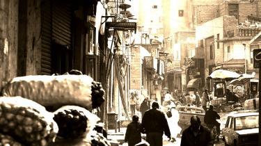 Detektivarbejde. Robert Fisk agerer Sherlock Holmes i Carios mørkeste hjørner, hvor han forsøger at løse gåden om den mystiske Saddam-biografi.