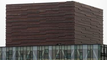 Murstenen er allerede blevet en slags varemærke for Det Kongelige Teaters Skuespilhus i Københavns Havn - det er ikke noget tilfælde, at den mørke mur toner frem som det første, når man går ind på skuespilhus.dk.