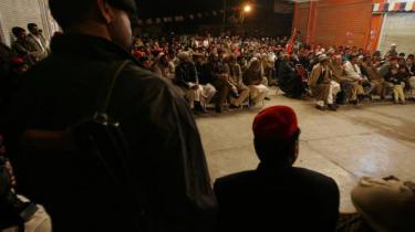 Pakistans islamiske partier vil klare sig dårligt ved næste uges valg, klemt mellem sekulære partier på den ene side og Taliban på den anden